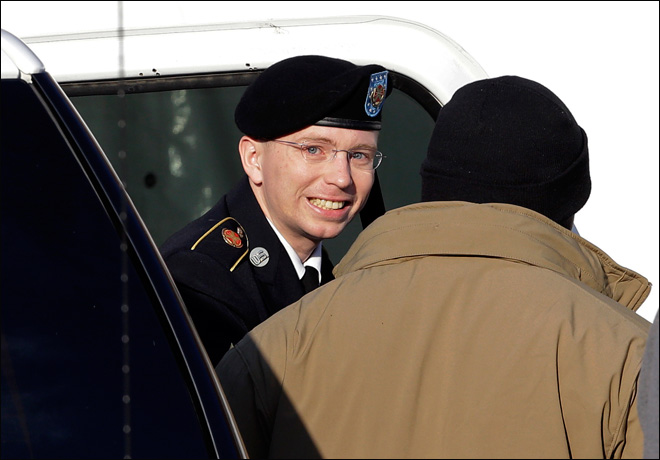 Army GI in WikiLeaks case takes stand at hearing