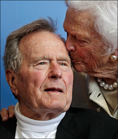 Former President Bush still hospitalized with lingering cough