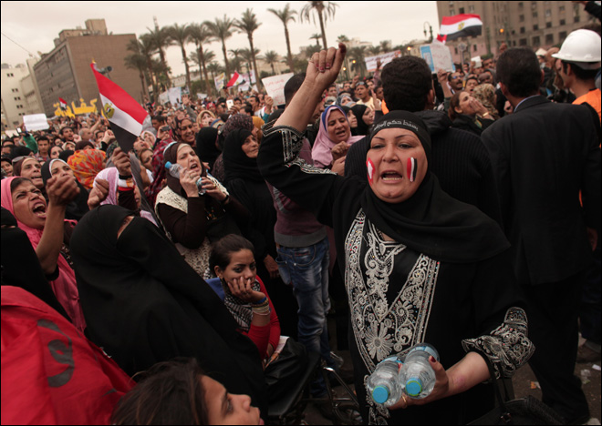Protest at Egypt president's palace turns violent