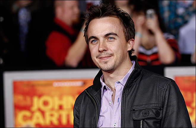 Frankie Muniz tweets that he had a 'mini stroke'