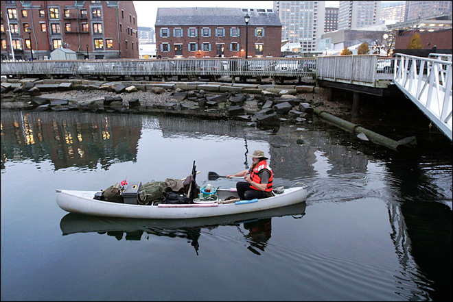 Man's home a 14-foot canoe in Boston Harbor