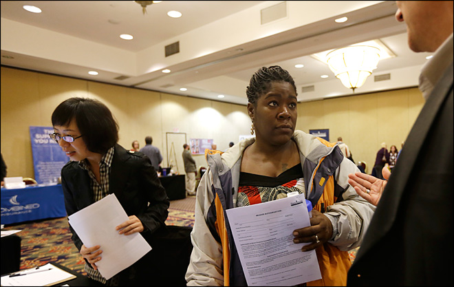 U.S. unemployment aid applications drop to 370,000