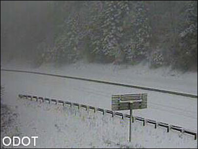 Snow closes I-5 for hours