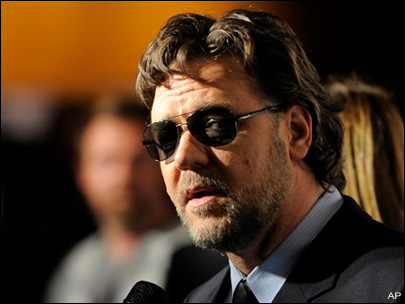 Russell Crowe back in Australia with family