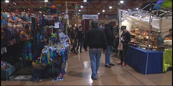Last minute shoppers flood the Holiday Market