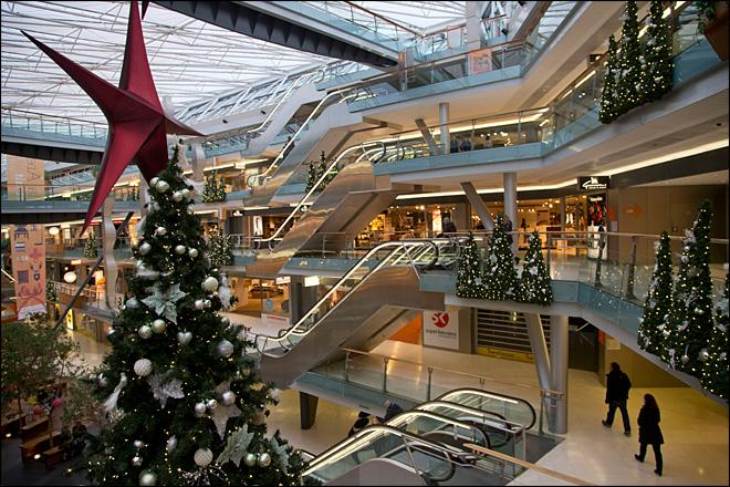 Mood muted during last holiday shopping weekend