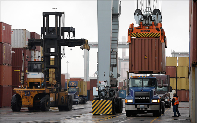 East Coast ports, longshore workers avert strike