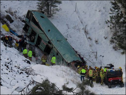 121230_tour_bus_crash_01_405