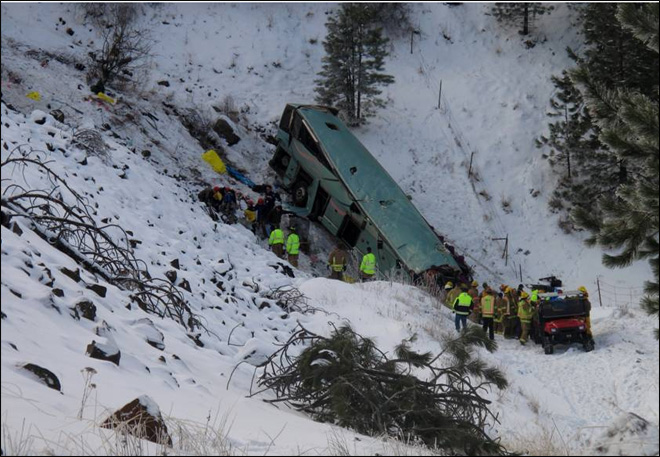 121230_tour_bus_crash_01_660