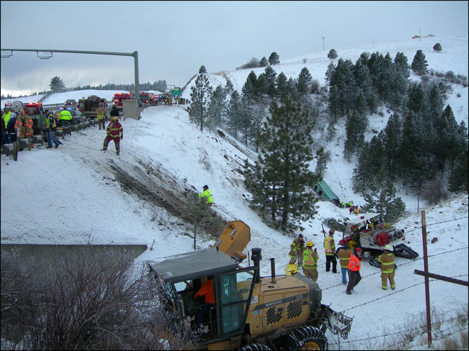 121230_tour_bus_crash_06_660