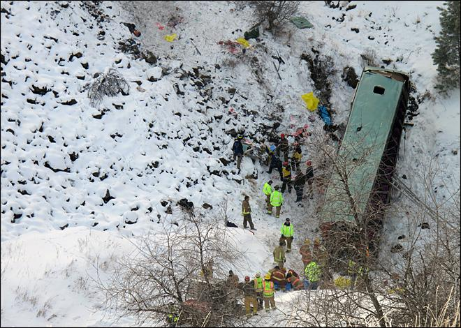 121231_tour_bus_crash_660