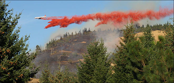 Calm winds help crews battle wildfires near White Salmon