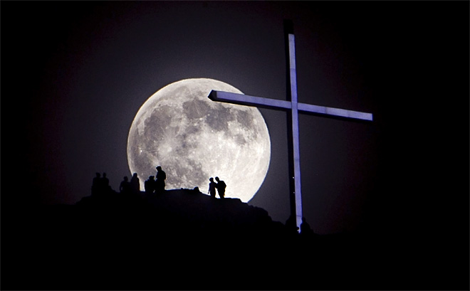 13. Photos of the Supermoon