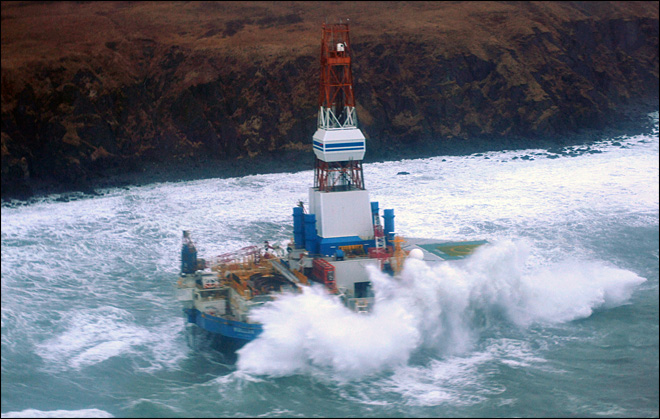 Storm impedes salvage of grounded oil drilling rig