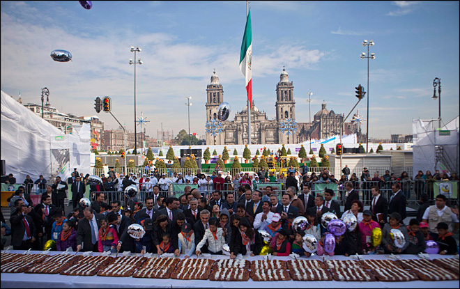 Mexico bakes nearly mile-long 'rosca' cake