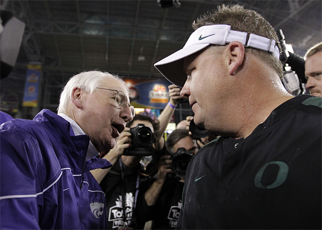 With Fiesta Bowl over, courtship of Chip Kelly heats up
