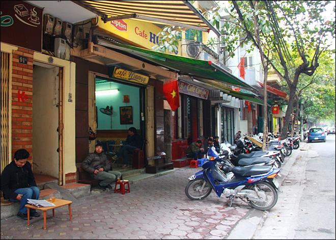 Starbucks enters entrenched Vietnam coffee market