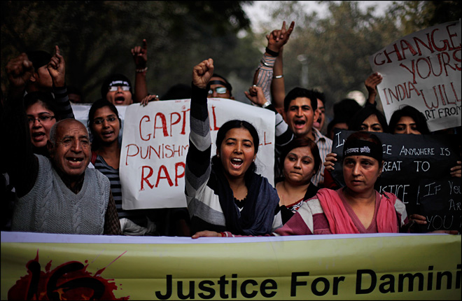 6 arrested in new rape of a bus passenger in India