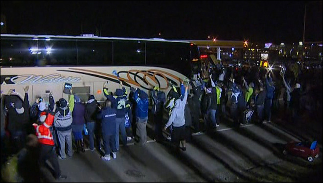 Watch: 12th Man cheers returning Seahawks