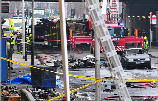 2 killed when helicopter crashes in crowded London street