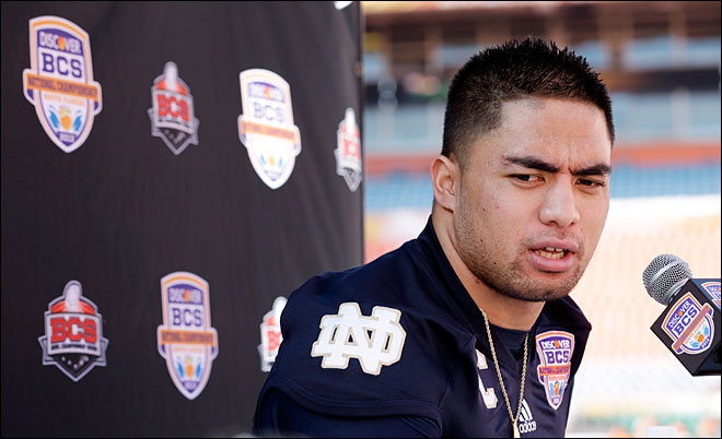 Notre Dame&#39;s Te&#39;o mentioned &#39;girlfriend&#39; twice recently