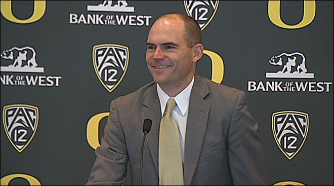 Oregon promotes OC Mark Helfrich to head coach