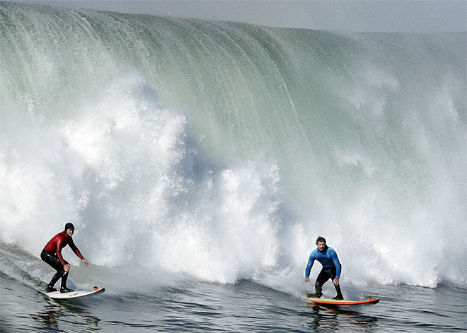 Big Wave Contest Surfing