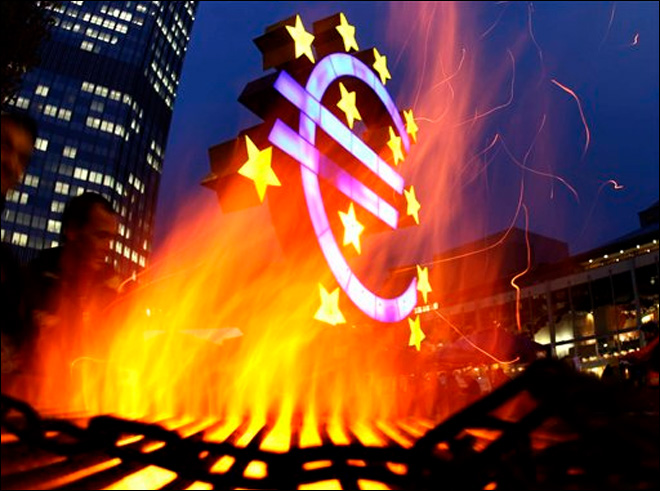 Debt crisis shrinks international use of euro