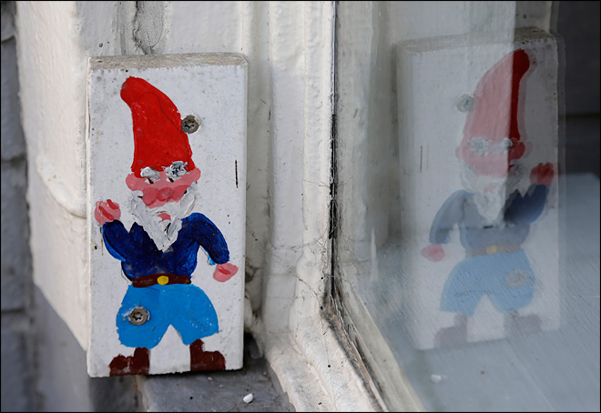 Gnomes to stay on Calif. utility poles for now