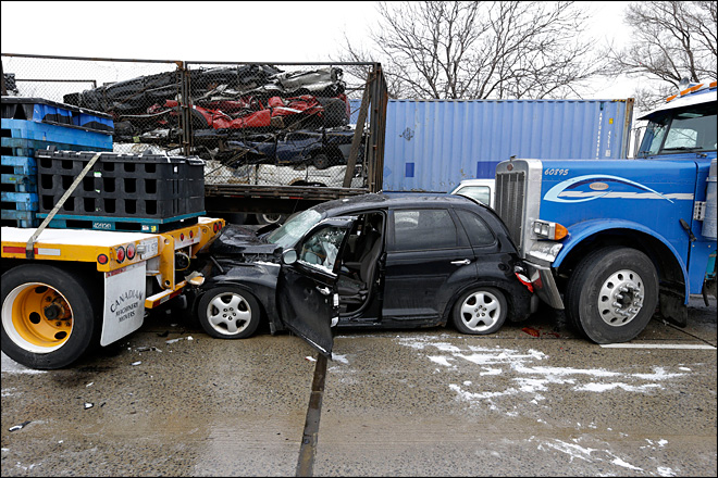 2 children, 1 adult die in Detroit freeway pileups