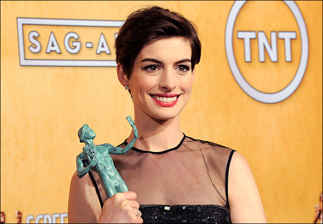 Hathaway eyes more musicals after 'Les Miserables'