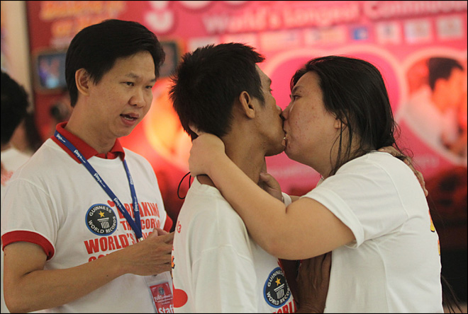 Couple sets new world record with 58½-hour kiss