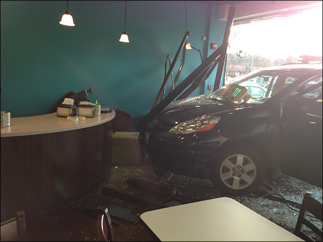 Fro-yo uh-oh: Teen drives minivan into frozen yogurt shop