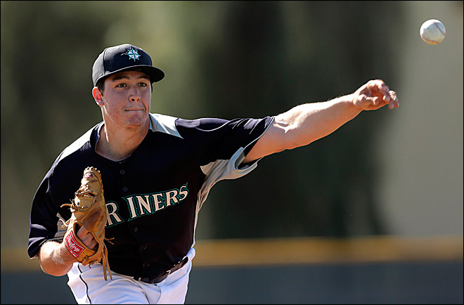 Mariners top prospect Hultzen has shoulder surgery