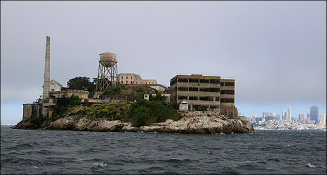 Man dies during &#39;Escape from Alcatraz&#39; triathlon 