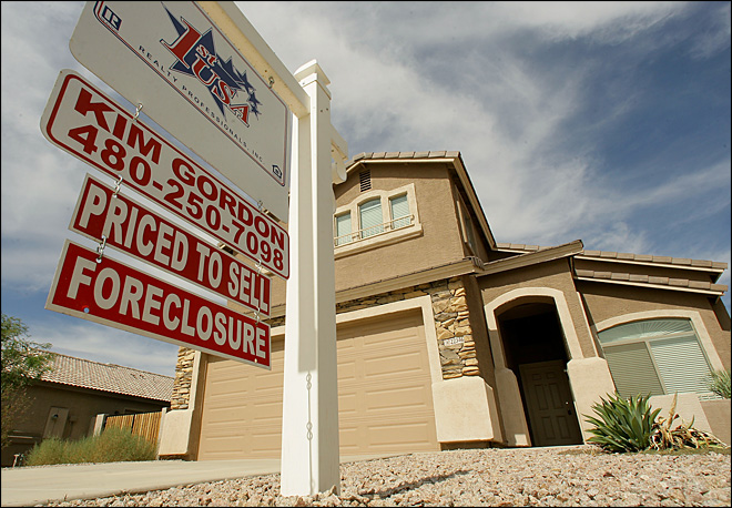 RealtyTrac: U.S. home repossessions fell in March