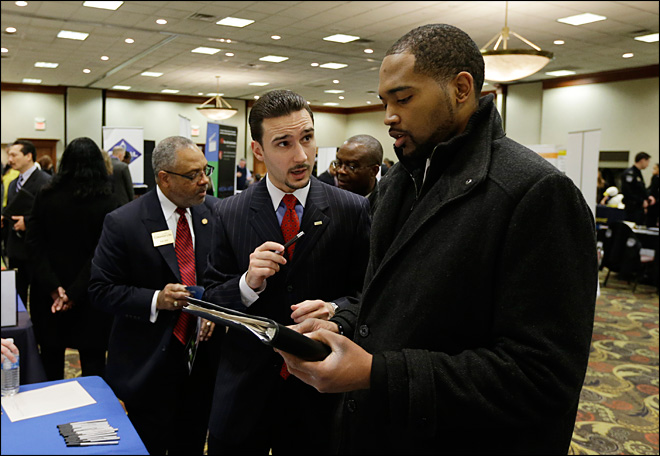 Weekly jobless aid applications fall to lowest since March 2008
