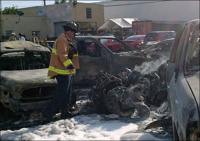 3 die when small plane crashes in Florida parking lot