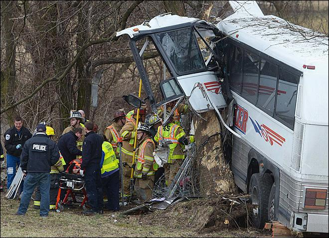 2 killed as college lacrosse team's bus crashes in Pa.
