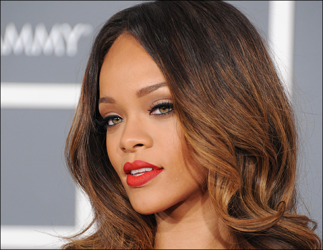 Rihanna drops in on Chicago-area high school