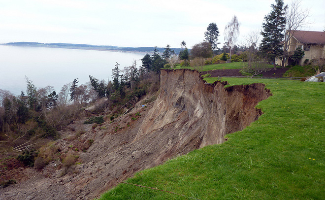 Ground still moving in massive Whidbey Island landslide