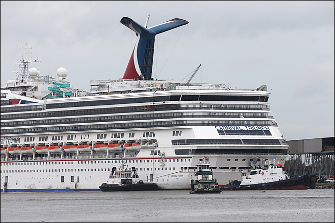 Disabled Carnival ship breaks free from dock during windstorm