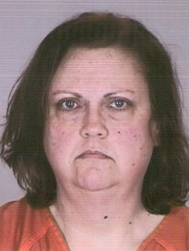 Woman accused of dumping mom's corpse behind thrift store