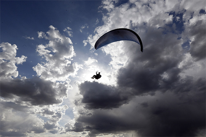 APTOPIX Paragliders Losing Ground