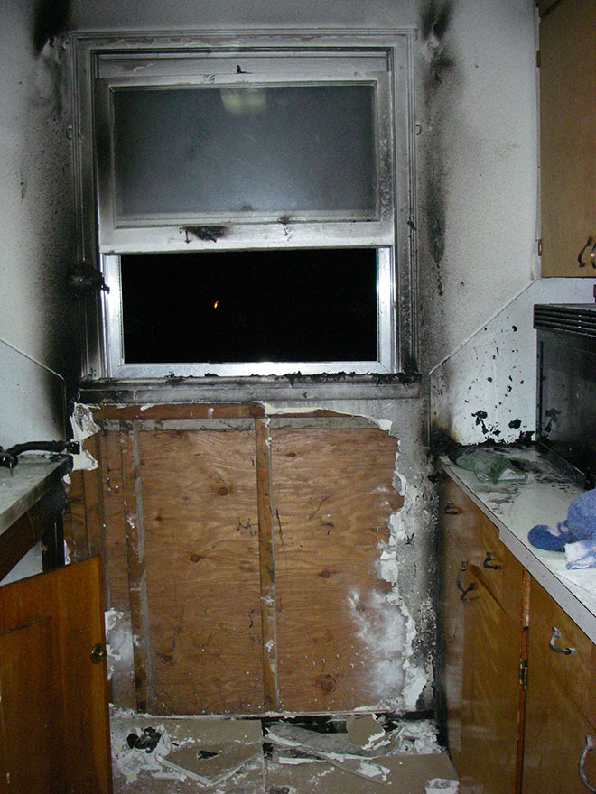 3 hurt in kitchen grease fire