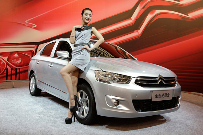 Automakers target Chinese buyers at Shanghai show