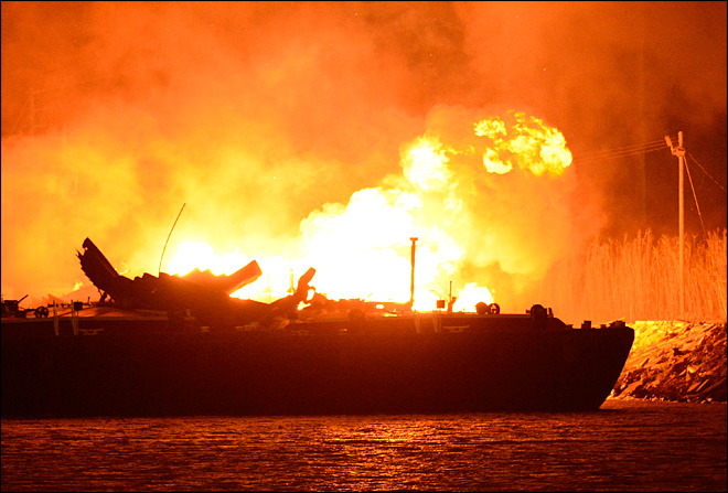 3 burned critically when Alabama barges explode