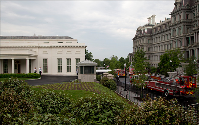 Smoke forces evacuation of White House West Wing