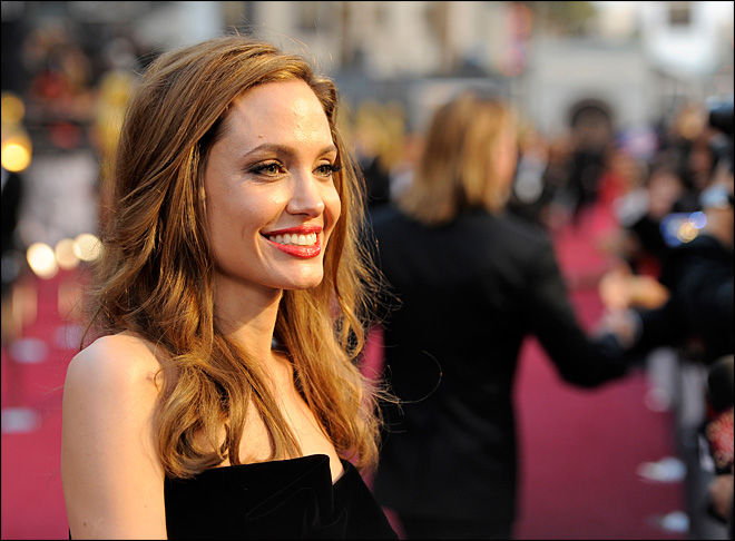Angelina Jolie to direct 'Unbroken' in Australia