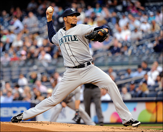 Mariners hang on to beat Yankees 3-2